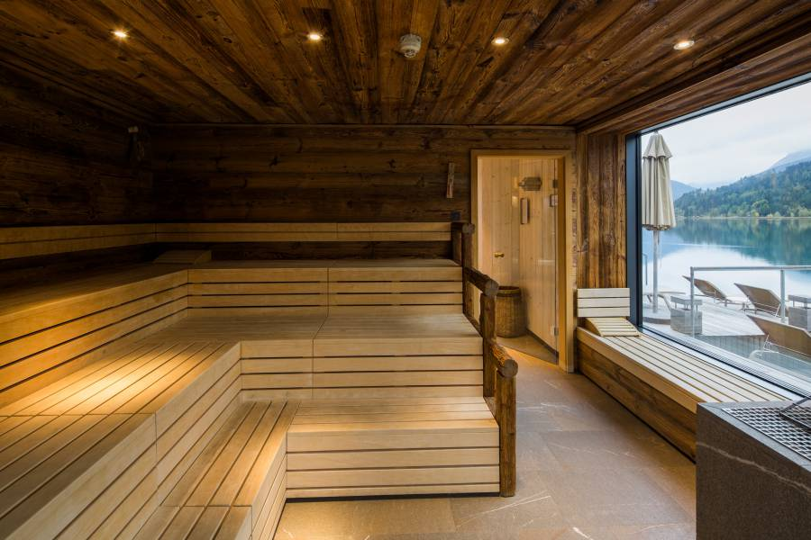 Sauna with lake view Strandhotel am Weissensee
