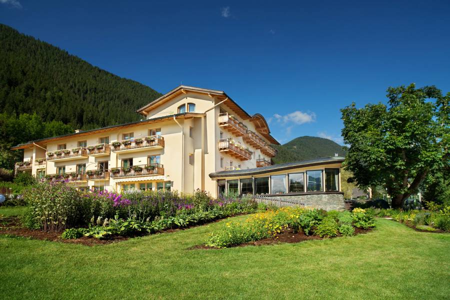 External view of Strandhotel am Weissensee
