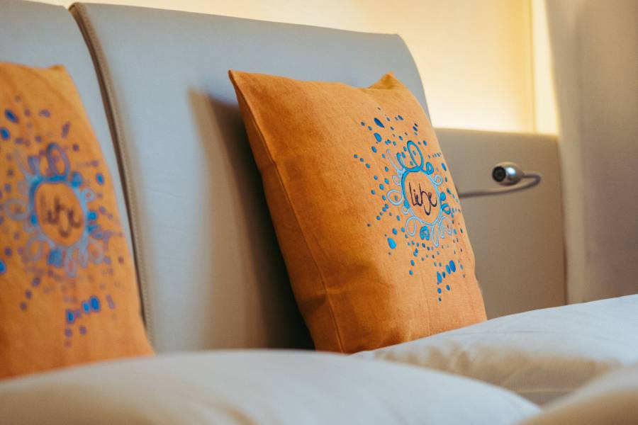 Pillows in the rooms in Strandhotel am Weissensee